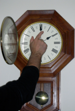 Don't forget to turn your clocks back before you go to bed on Saturday evening. Daylight saving time ends at 2:00 am on Sunday, November 5, 2017. As the time change approaches there is one easy step that can help save lives – changing the batteries in your smoke alarms.